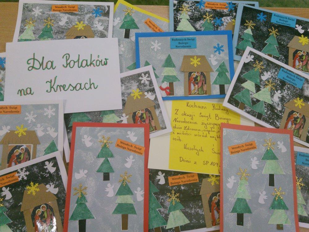 Kartki świąteczne wykonane przez uczniów z życzeniami bożonarodzeniowymi dla Polaków na Kresach.